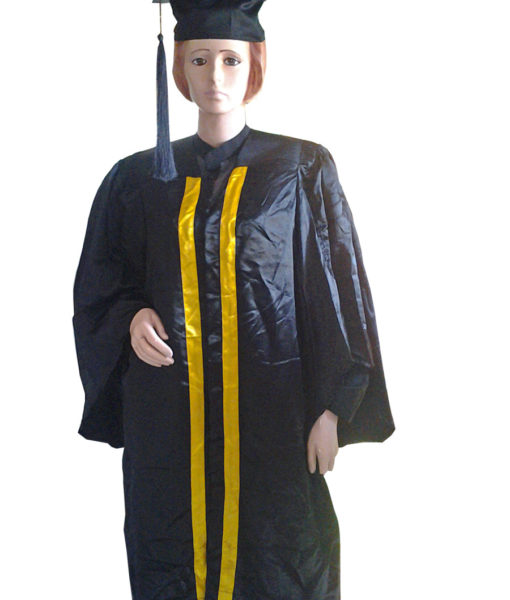 Students_Gaduation_gown_with_hat_580_100-900×1200